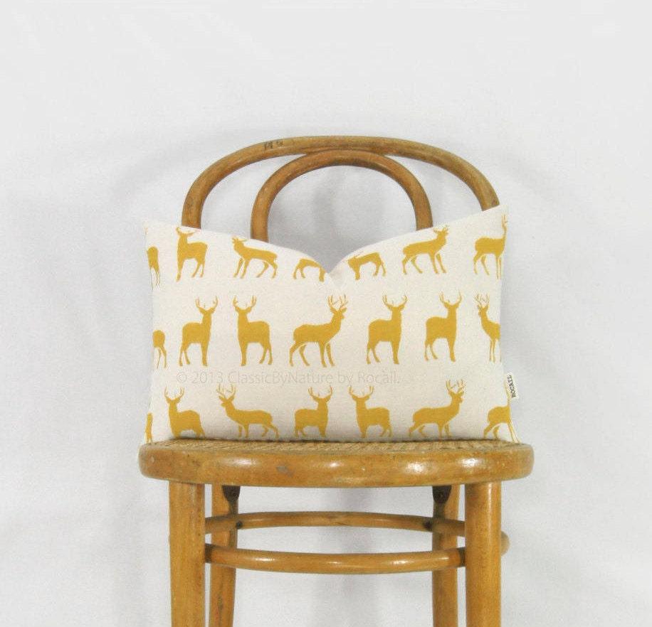 housse de coussin 12x18 cerfs jaune moutarde et cr me. Black Bedroom Furniture Sets. Home Design Ideas