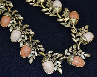Vintage 1960s Acorn Necklace with Thermoset Faux Wood and Gold Tone Metal Leaves by Coro