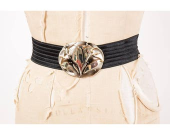Vintage elastic stretch belt / 1980s black waist cincher / Calla Lilies / Wide belt with over sized Calla Lily buckle / M L