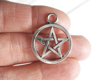 8 Pentagram Charms in Silver Tone - C2575