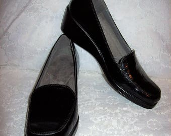 Vintage Ladies Black moc Croc Slip Ons Loafers by Aerosoles Size 9 1/2 Only 8 USD