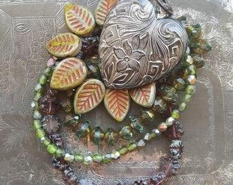 Vintaj Salvage {Love Grows - Czech Glass Strands / Violet Garden Heart Pendant} DIY JEWELRY - 5 Pcs / CGS0001