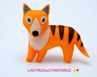Felt THYLACINE, TASMANIAN TIGER, stuffed felt Thylacine magnet or ornament, cute Toy, Australian animals, Nursery decor, Aussie,Cute magnet