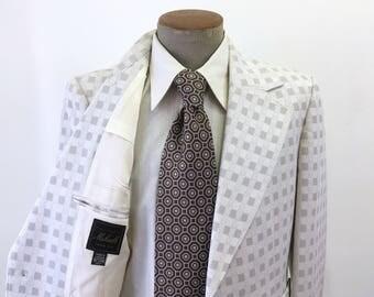 1970s JACQUES DUPRE White Polyester Suit Jacket Men's Vintage Disco Era White & Gray Polyester Blazer / Sport Coat - Size 40 (MEDIUM)