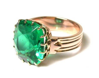 Vintage 14k Rose Gold and Green Glass Ring - Size 5 - Weight 5.6 grams # 1047