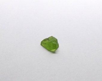 Raw peridot top facet Rough Quality Green Peridot rare crystal untreated gem stone 4.55 ct. (AZ.01)
