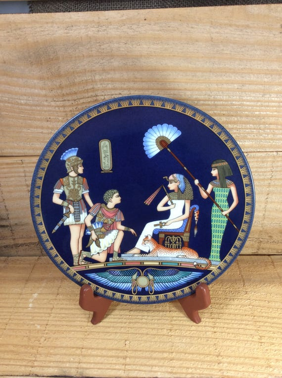 Beautiful Collectors plate, Cleopatra meets Antony plate, Premier issue in the Cleoptara Queen of Ancient Egypt, mint condition plate