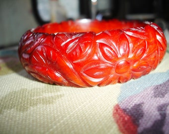 1P Carved Bakelite Bracelet