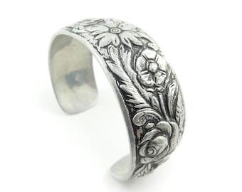 Vintage Flower Cuff Bracelet, Aluminum, Silver Tone, K55