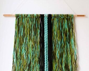 Yarn wall hanging (modern tapestry - wall decor) - Green and black
