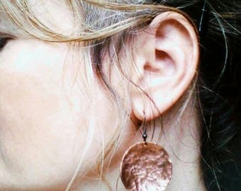 Copper Gypsy Boho Hammered Disc Earrings. Handmade Copper Disc Earrings. Hammered Copper Earrings. Festival Earrings.
