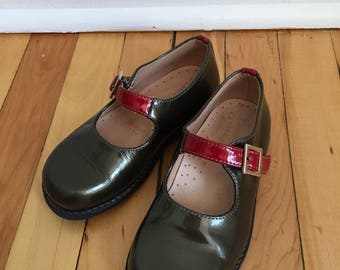 Vintage 1990s Girls Naturino Green Red Mary Janes Dress Shoes! Size 9-9.5
