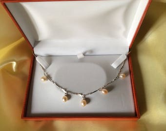 Silver chain with freshwater cultured pearls