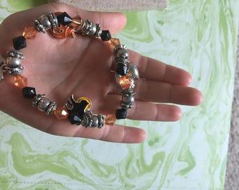 Silver Toned Metal and Black and Orange Beaded Bracelet - Halloween - Vintage Holiday Bracelet - Pumpkin Jack O Lantern Black Cat Witch Bat