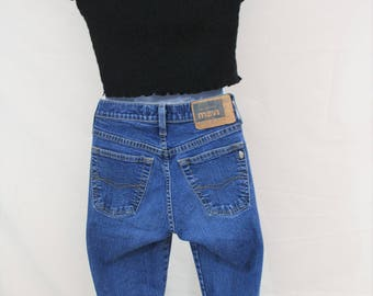 VTG Levis High Waisted Flare Jeans | Size 26 / 32