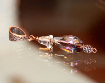 Faceted crystal pendant and rock crystal delivered with a cotton necklace and a polyester,