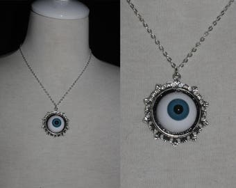 Necklace [human eye] medallion with Doll's eye