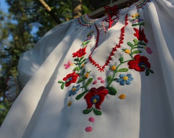 "Vintage hand embroidered Hungarian girls' blouse with ""Matyó"" embroidery"