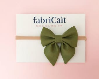 Olive Baby Bow. Olive Green Bow Headband. Olive Headband. Trendy Baby Bow. Olive Bow. Olive Green. Baby Girl Gift. Baby Girl Gift.