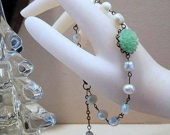 Beaded Bracelet, Pearl Bracelet, Pearl Jewelry, Flower Bracelet, Light Green Bracelet, Green Pearl Bracelet, Green Bracelet