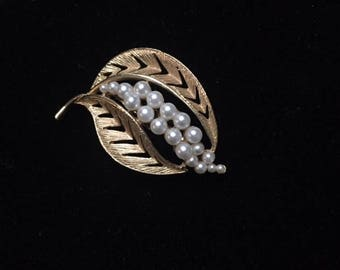 Classic Vintage Pearl and Goldtone Leaf Brooch