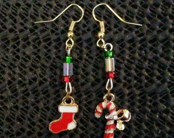 Mismatched Xmas dangled earrings