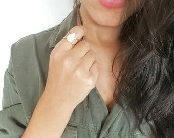 Trendy and original woman ring - gold ring adjustable white pearl - fantasy ring - chic bohemian jewelery