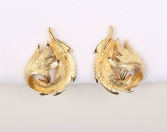 """1950's-60's Pat.Pend. Brushed Gold Tone Renaissance Style Curled Leaf Clip on Earrings, Near MINT Cond., 1-3/16"""" H x 7/8"""" Wide."""