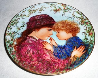 Beautiful collectible-mother and child-Ednar Hibel-Sarah and Tess-Knowles-1988-Vintage collector plate
