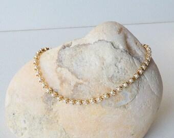 Gold Tone Faux Pearl Bracelet Minimalist Cup Chain White Pearl Bracelet Minimalist Bracelet, Prong White Pearl Bracelet, Girls Minimalist