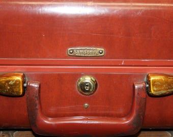 Vintage Samsonite Style 4932 Suitcase,Brown Red Leather Suitcase, Old Suitcase, Vintage Luggage, Luggage,Large Suitcase. Suitcase Photo Prop