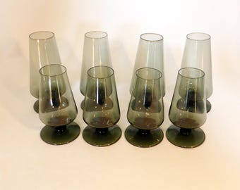 Set of eight tulip shaped grey smoked glass glasses – original from the 1970s