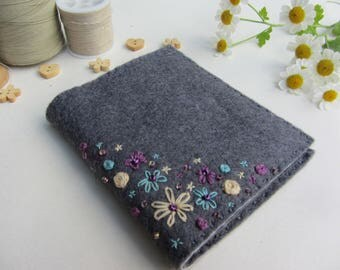 Felt Needle Book – Needle Case – Needle Storage – Sewing Needle Book – Needle Holder – Hand Embroidered Needle Keeper  – Needle Organizer