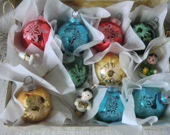 Old vintage Christmas decorations in cardboard Christmas tree jewelry 50s 60s