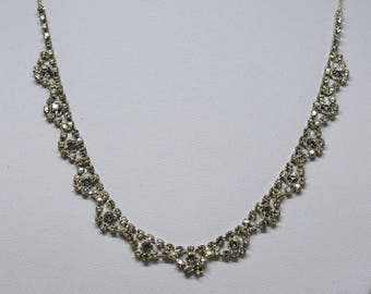 Stnnung silver tone and crystals necklace