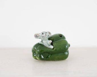 Kitsch Mouse Ornament - Collectable - Green Pepper - Cute - Kitchenware - Figurine - Collectible