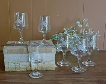 6 ViNTAGE WiNE GLASSES - etched glass