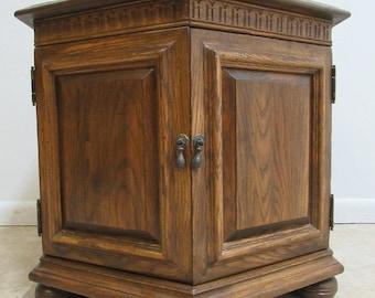 Ethan Allen Royal Charter Oak Jacobean Drum Lamp End Table Stand