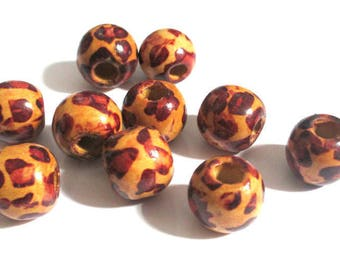 10 wooden beads with ethnic pattern 16 x 15 mm