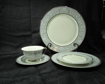 Vintage Vogue Prelude 1954 China 8 inch plate MINT. Rare gray trim prelude pattern vogue salad plate.