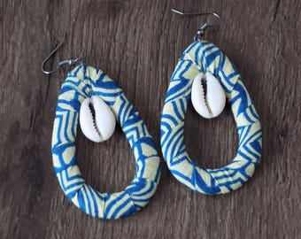 Oval earring cowrie and wax