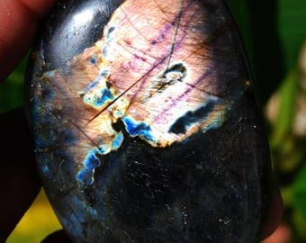 90 g Labradorite from Madagascar with stunning highlights /E068 Protection stone