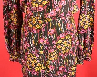Beautiful floral print 1940's dress with metal zipper