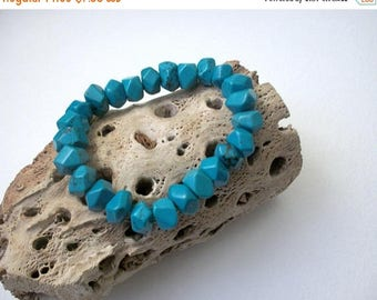 ON SALE Vintage Bevel Turquoise Stones Stretch Bracelet 31017