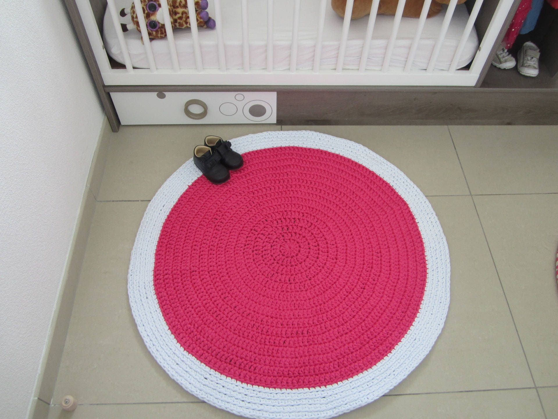 Tapis chambre bébé tapis au crochet tapis fuchsia et blanc