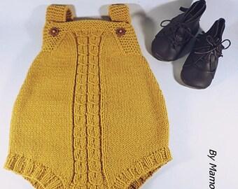 Barboteuse bébé rétro vintage (3-6mois) tricotée main avec un fil hyper doux alpaga jaune moutarde