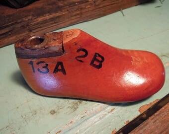 Vintage Child's Shoe Form / Wooden Shoe Tree / Wood Shoe Stretcher / Child Shoe Mold / Vintage Shoe Form
