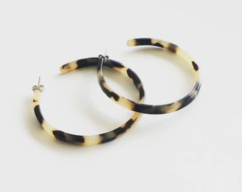 Flat Edge Blonde Tortoise Hoop Earrings / Tortoise Shell Hoops