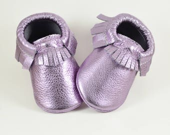 Metallic Lilac Baby Moccs Baby Moccasins Girl Moccs Toddler Moccs Infant Moccs Handmade Moccasins Genuine Leather Soft Sole Shoes Purple