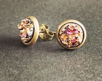 8mm Gold and Burgundy Stone in Brass Studs